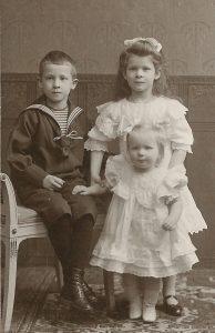 Kinderkleidung, Foto: A. Peterich, Trappenkamp